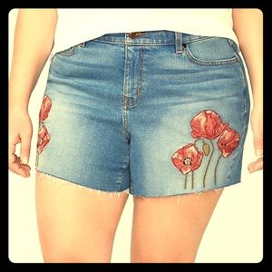 🌸 Embroidered Poppy Shorts
